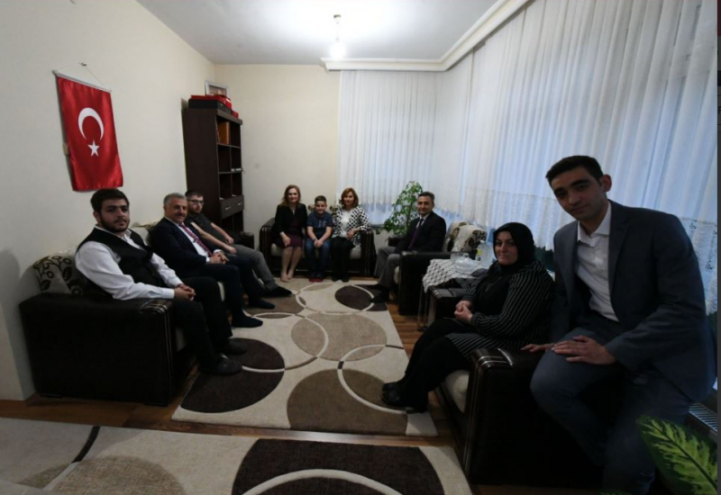 Minister Arslan breaks fast with family of martyr Ali Karslı